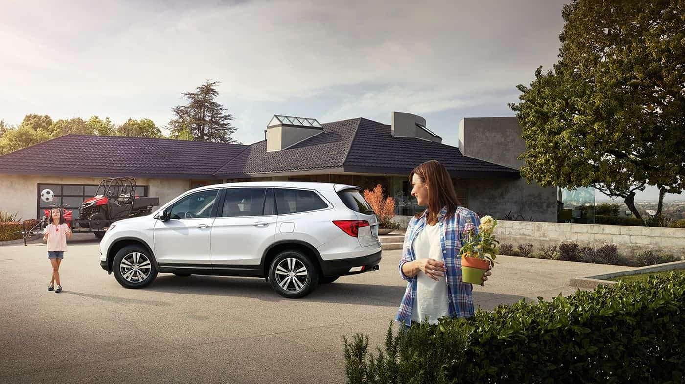 2018 Honda Pilot with Mom and Daughter