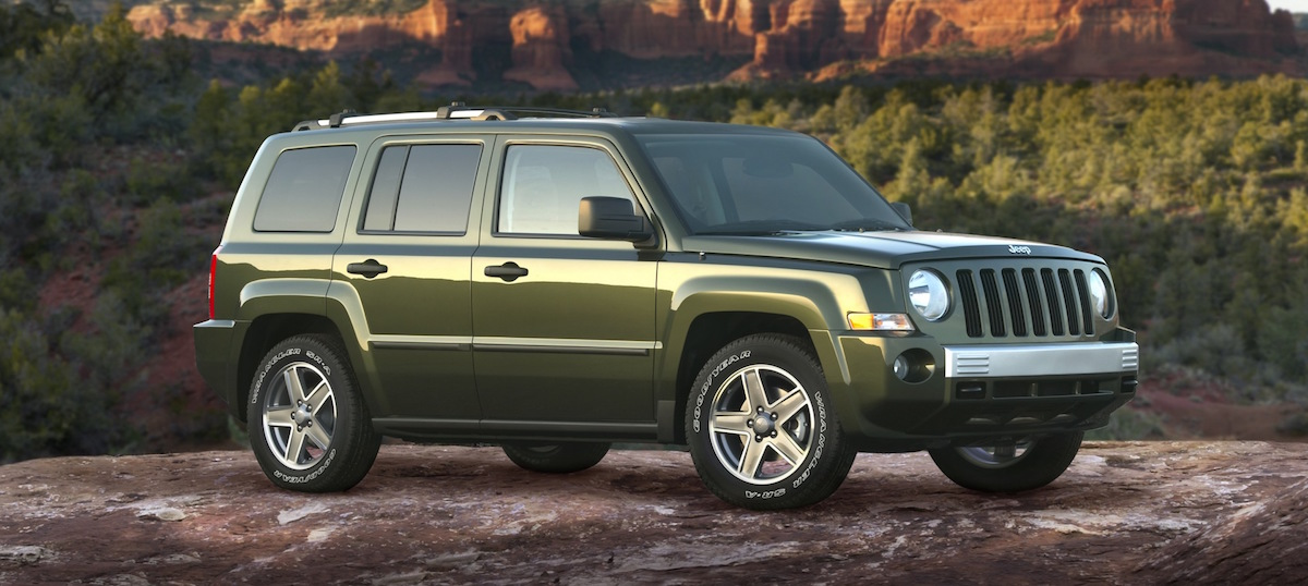 Green 2018 Jeep Patriot in canyon