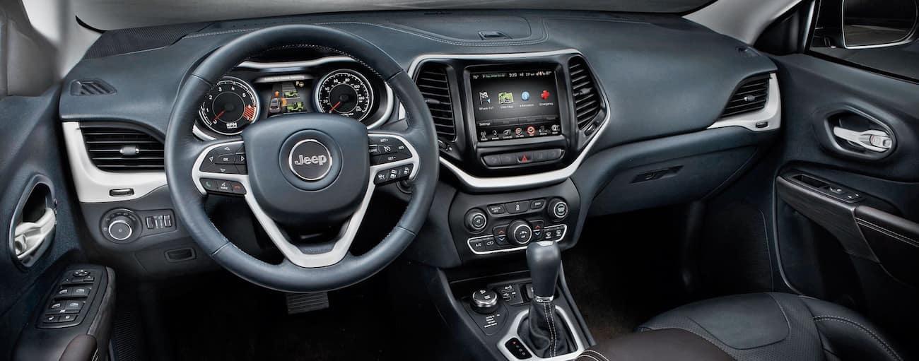 high tech interior of the 2019 Jeep Grand Cherokee - Colorado Springs