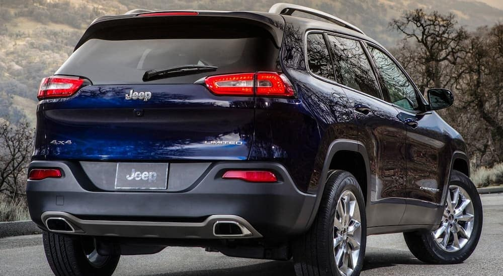 A blue 2015 Jeep Cherokee in the mountains