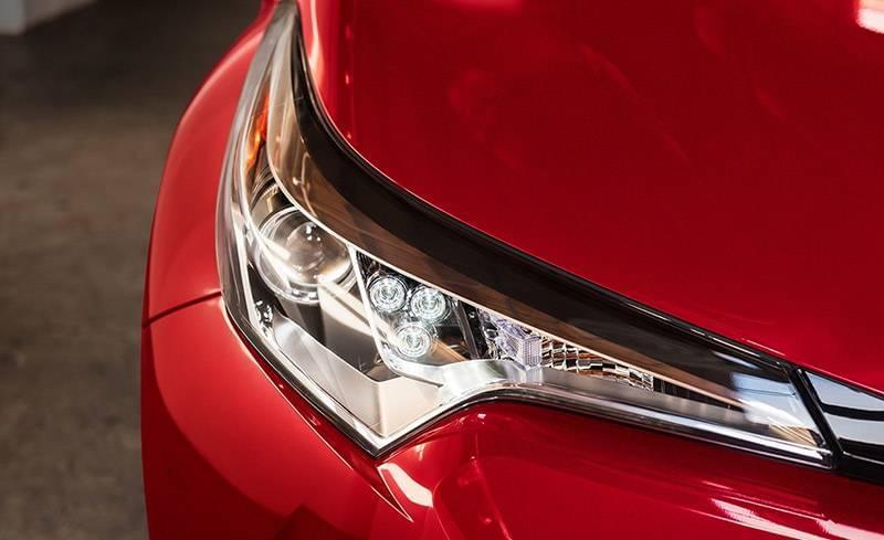 2018 Toyota C-HR XLE Headlight